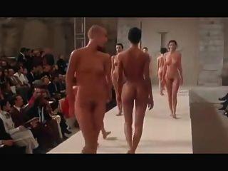 नग्न फैशन शो Redux - एक कुली प्रेट