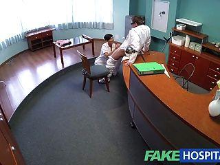 FakeHospital सेक्सी पोर्न स्टार उसे अद्भुत यौन कौशल का उपयोग करता है