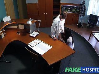 FakeHospital यौन अनुभवहीन मरीज डॉक्टर चाहता है