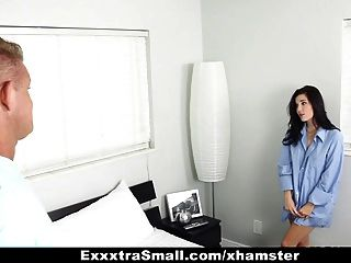 exxxtrasmall - नन्हा फूहड़ किसी न किसी को पसंद करता है