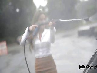 मोजा में जूली Skyhigh का सबसे अच्छा, फर और miniskirt सार्वजनिक