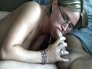 सेक्सी गोरा रसोई घर में शरारती हो जाता है