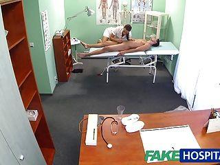 चूसने से पहले FakeHospital गर्म नर्स मालिश रोगी