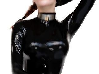 catsuit और हत्यारा एड़ी में गर्म लड़की