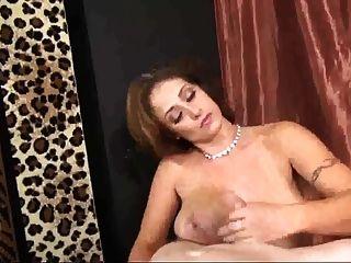 कदम - माँ उसके स्तन के साथ जूनियर सह बनाता है