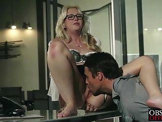 सामन्था Rone भावुक कार्यालय यौन संबंध है