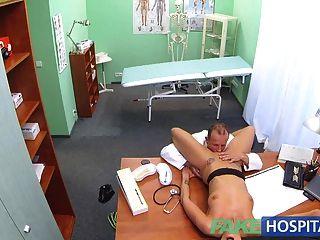 FakeHospital सेक्सी संदिग्ध डॉक्टरों पत्नी गर्म यौन संबंध है