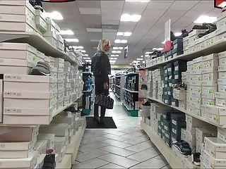 मिलानो में सेक्सी फूहड़ खरीदारी