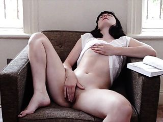 लंपट मॉर्मन महिला के मकान में masturbates
