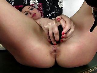 भूख गधा छेद के साथ सेक्सी परिपक्व माँ