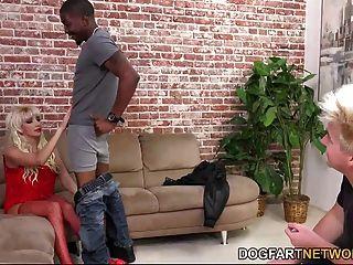 नताशा juja नहीं उसके कदम बेटे के सामने एक काला आदमी fucks