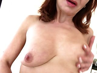 भूख योनि के साथ परिपक्व नौकरानी माँ