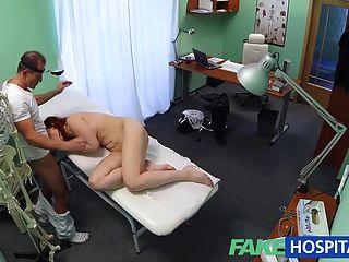 FakeHospital सेक्सी रेड इंडियन क्या अंदर के साथ डॉक्टर आश्चर्य