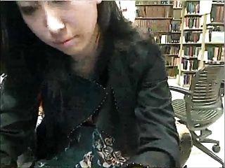 पुस्तकालय में अध्ययन तोड़