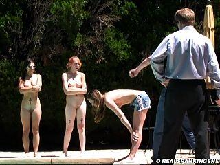 बाहर तीन लड़की नग्न सजा