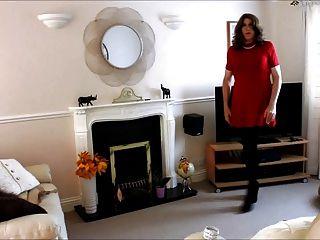 अधिक साहस - उसे लाल रंग की पोशाक और Pantyhose में एलिसन