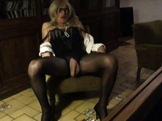 सीडी टीवी Trav टीएस बहिन Pantyhose फूहड़ मेरे clit और स्तन खेल रहे हैं