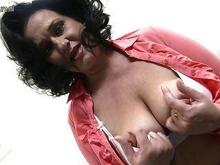 बिग छाती माँ बहुत गीली हो रही