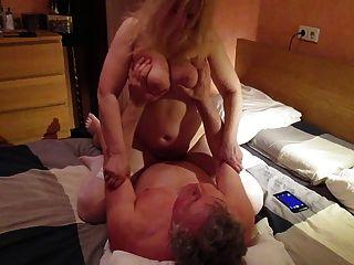 रूस बड़ी प्राकृतिक स्तन एमआईएलए तानिया बेकार है cowgirl