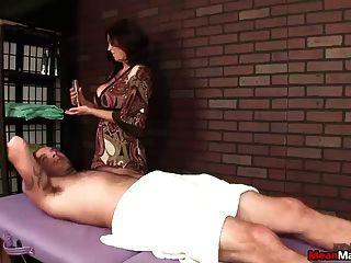 सेक्सी बड़े titted महिला मुर्गा उपचार