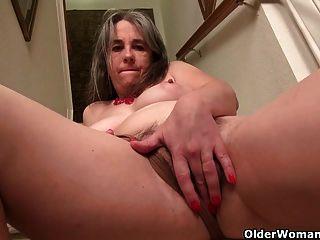 मुश्किल nippled Milfs Kelli और सीढ़ियों पर ट्रेसी हस्तमैथुन
