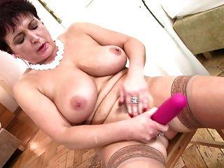 गीला pussies के साथ पूर्ण परिपक्व फूहड़ मां