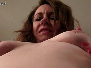सेक्सी पत्नी और मां घर वीडियो बनाता है
