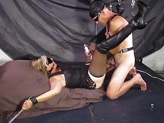 सेक्सी पत्नी बाध्य और gagged