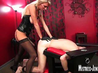 विनम्र पुरुषों के साथ तो कई महिलाओं का दबदबा mistresses