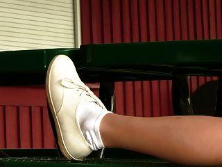 Keds स्नीकर्स और सफेद मोजे में जयजयकार Chasity