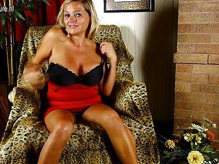 सेक्सी busty माँ एक अच्छा बकवास की जरूरत