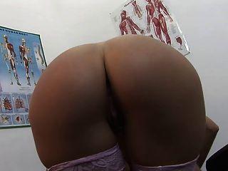 सेक्सी रोगी उसके बड़े उसे डॉक्टरों वीर्य के साथ कवर हो जाता है titties