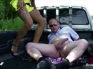 जर्मन युवा सड़क वेश्या पैसे के लिए बड़े आदमी द्वारा गड़बड़