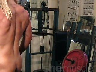 मेलिस्सा dettwiller जिम में नग्न