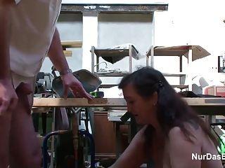 जर्मन एमआईएलए नहीं स्टॉकिंग्स में माँ बकवास करने के साथ छेड़खानी