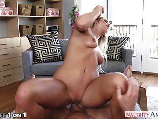 सेक्सी गृहिणी एमिली ऑस्टिन कमबख्त