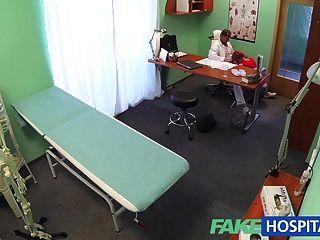 FakeHospital सेक्सी रेड इंडियन एक बीमार टिप्पणी के लिए कुछ भी करेंगे
