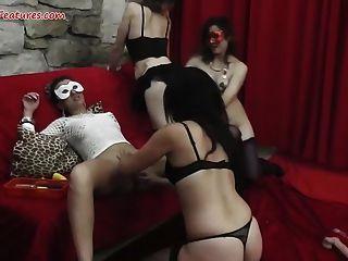 महिलाओं पार्टी जंगली समलैंगिक नंगा नाच में बदल जाता है