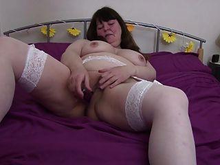 सफेद मोजा में बड़ा मोटा परिपक्व माँ