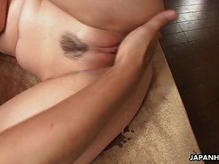 तीन एशियाई sluts उन्हें कमबख्त लंड पर हैं