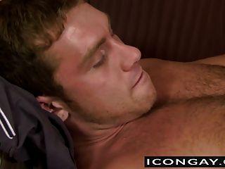 निक licks muscled और हार्ड और बड़े रॉड कामुक धक्का देकर बेकार