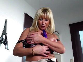 भूख vaginas के साथ सेक्सी परिपक्व माताओं