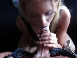 स्वीडिश लड़की - सोफे में blowjob