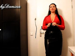 चमड़े की स्कर्ट में kinkydomina - SPH