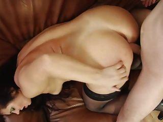 सेक्सी माँ अपने युवा खिलौना लड़का