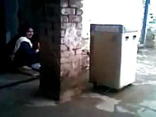 सेक्सी अरब Hijabi मुस्लिम पत्नी को धोखा दे और कमबख्त पड़ोसी