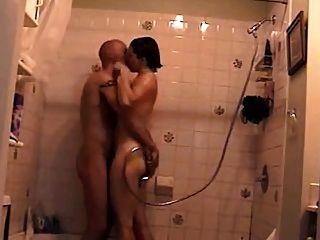 में der dusche mit der पूर्व