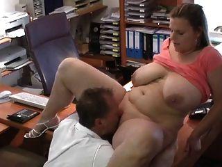 सेक्सी जर्मन बीबीडब्ल्यू नौकरी के साक्षात्कार पर गड़बड़ हो जाता है
