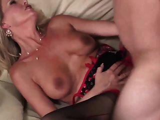 परिपक्व गोरा बड़े स्तन गर्म महिला वास्तव में मुश्किल