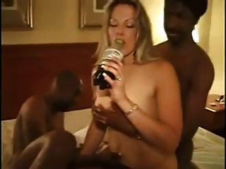 गर्म शौकिया गोरा पत्नी BBCs द्वारा गड़बड़ हो जाता है